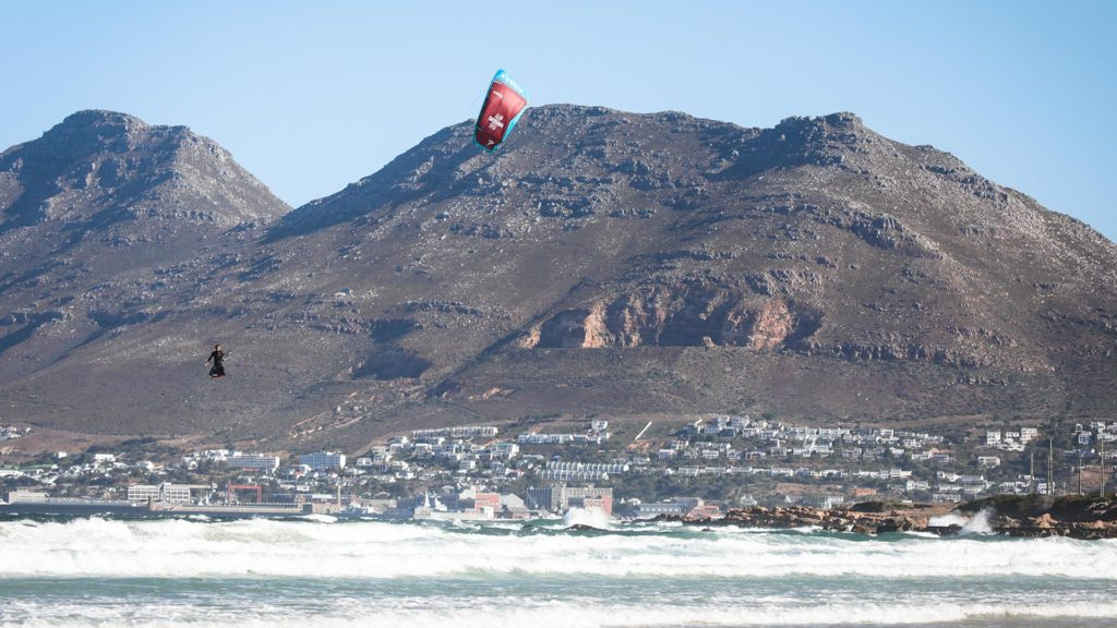 21_Airush_Gallery_Kites_Session_Red_img-04