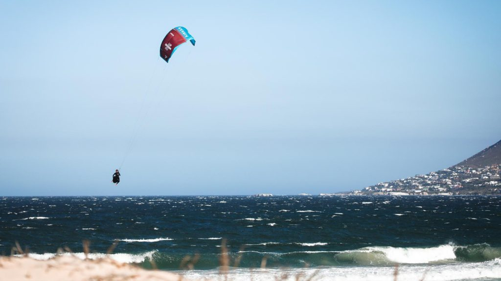 21_Airush_Gallery_Kites_Session_Red_img-06